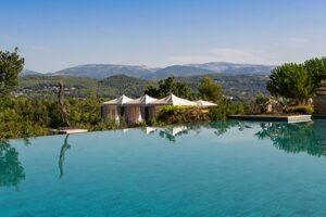 Terre Blanche Hotel Spa Golf Resort Frankreich Golfurlaub Pool GOLF GLOBE Cote d'Azur Golfhotel